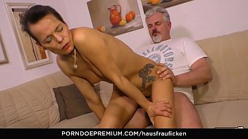 HAUSFRAU FICKEN - Skinny German housewife gets her mature pussy drilled hard
