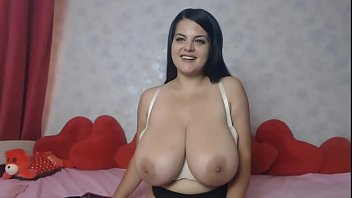 Webcam amateur milf brunette natural tits big boobs