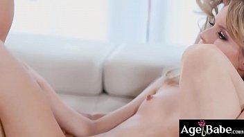 Mature women teaches Scarlett Sage how to please herself and a hot threesome sex comes in Vorschaubild