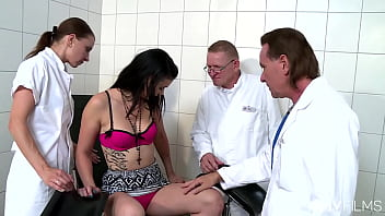 Hotties Valeria Jones and Cassy Young fucks in foursome