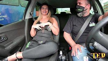 Wanessa Boyer aparece na carona de Ted #35 com sua bunda gigante thumbnail