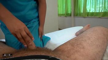 putita enfermera se deja grabar cogiendo después del turno nocturno
