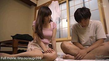 जापानी सौतेली माँ बेटे को सिखाती है कि असली सेक्स कैसे किया जाता है 8