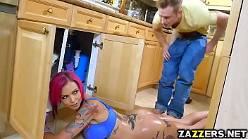 Anna Bell bends over for Bill Baileys loaded cock porno izle