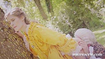 Private.com - French Aristocrat Tiffany Tatum Fucked Outdoor 11分钟