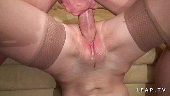 Jeune petite francaise grave demonter par une grosse bite pour son casting porno