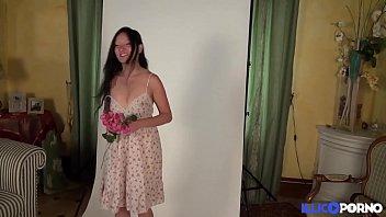 Hellsya se fait baiser devant son patron [Full Vidéo]