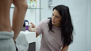 Aislinn Derbez, Erica Silverman  Easy S01E04 More NUDEDE.COM