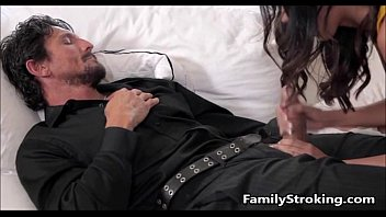 Daughter Blowjob While Step Dad s. - FamilyStroking.com 7分钟