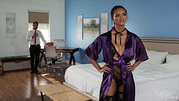 Lance bends (Andrea Zhay) over pulls down her panties licks her hole - Transangels 10分钟