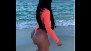 HUGE ASS LATINA WALKING ON THE BEACH