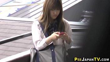 Japanese teen pees public 10分钟