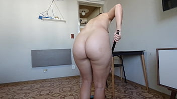 Wife doing naked cleaning - a little more of the couple's intimacy