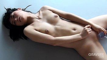 Gravure.com idol Reika Yamada 山田玲華 shaved pussy dildo masturbation 5 min