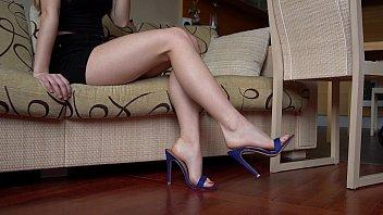 Sexy feet dangling 2 min