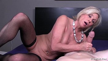 Some milfs love handjobs porno izle