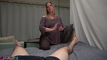 他的继母性交他治愈他的脚踝扭伤