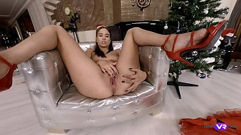 TmwVRnet.com - Azure Angel - Hottie orgasms under a Christmas tree