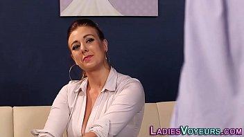 Cfnm mistress rubs herself through panties 6分钟