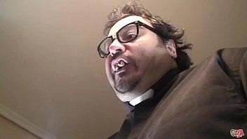 Padre Estoy Poseída. El Monaguillo Saca Ese Demonio A Pollazos