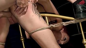 诱人的摩洛伊斯兰解放阵线帕特里夏·金(Patricia Gold)在我的统治下变得异常兴奋。 第2部分。我拍打她漂亮的屁股,然后我以她的阴茎为乐。