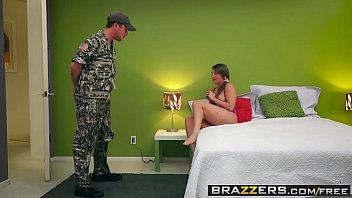 Brazzers - Teens Like It Big - Blowjob Bootcamp scene starring Harley Jade & Jessy Jones 8分钟