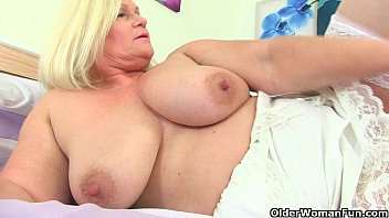 Streaming Video British grannies playing with their soft sensual body - XLXX.video