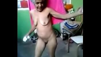 anciana bailando mngjPGV ( 240 X 180 )