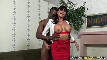 Horny cougar Tara Holiday enjoys BBC porno izle