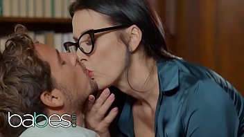 Step Mom Lessons - (Reagan Foxx, Tyler Nixon, Mackenzie Moss) - Whispers In The Library - BABES HD Altyazılı Porno