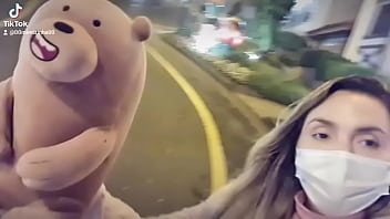 Naughty teddy bear on grass .... crooked street... urges: boliviana.mimioficial