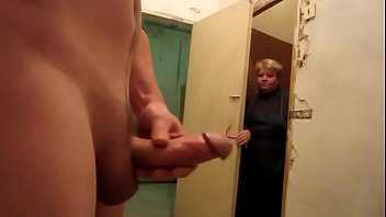 Dick flashing on old neighbor lady - XNXX.COM->