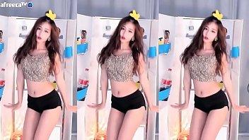 Gái Hàn Quốc nhảy Khỉ dị ứng chuối