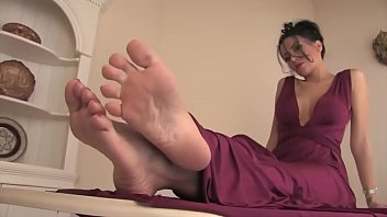 Gum bottom soles Latina beauty heras sexy soles part 1- www.prettyfeetvideo.com