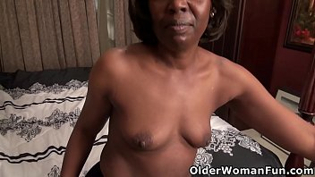 Ebony gilf Amanda Horn fucks herself with a dildo