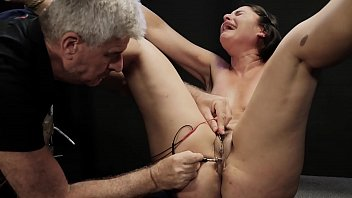 Crying messy slut got her pussy shocked with wires