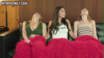 Nympho milf pussylicked in fff trio during movie night