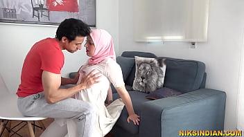 शादीशुदा मुस्लिम महिला अपने हिन्दू पड़ोसी से बूर और गाँड़ चुदवाने उसके घर पहुँच गयी 7分钟