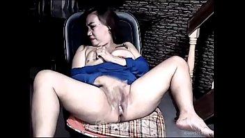 Sexy mature Pinay Milf