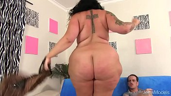 Tattooed BBW Calista Roxxx Fucks a Skinny Guy Until He Pops on Her Face