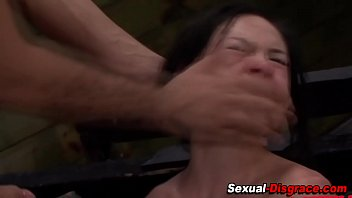 Bound submissive gets cum 8分钟