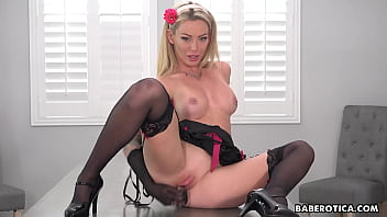 Solo blonde, Isabelle Deltore is using a dildo, in 4K