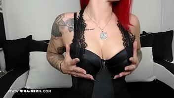 Nina Devil Schau mir unter das Röckchen :)