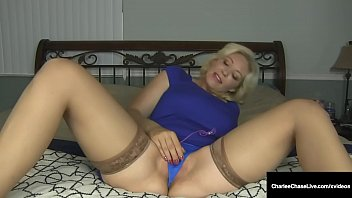 Streaming Video Blonde Mommy Charlee Chase Vibrates Her Moist Mature Muff! - XLXX.video