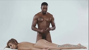 Oiled beauty sucking on BBC during massage porno izle