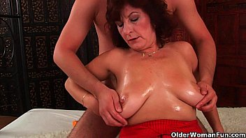 Grandma with big tits and hairy pussy gets facial Vorschaubild