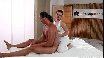 Masseuse in tights fucks muscle guy on table