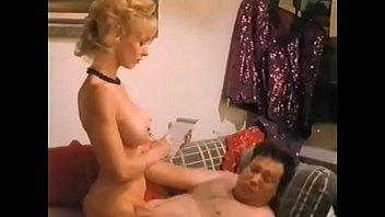 Guapa ayudante sexy