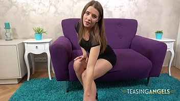 Sybil Masturbates After Stripping Out Of Her Sexy Black Dress 13分钟