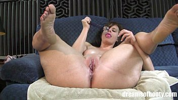 Bbw wet dream - Pawg virgo peridot masturbating and spreading her thick thighs